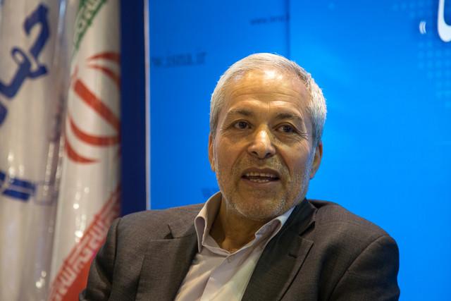 محمود میرلوحی عضو شورای سیاستگذاری اصلاح طلبان در غرفه ایسناl