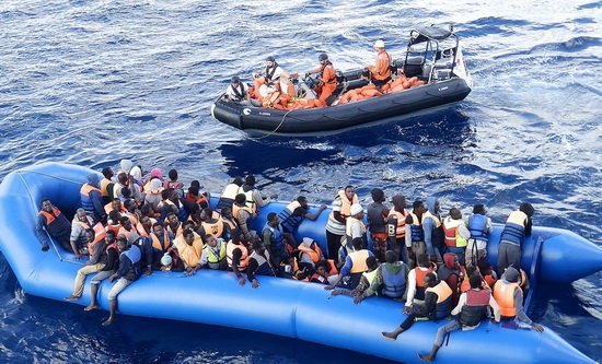 واژگونی قایق مهاجران