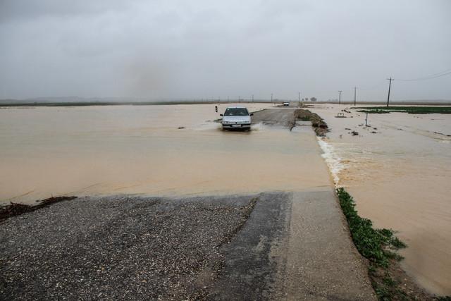 وقوع سیلاب در پی بارش باران شدید در روستای سنان - فسا