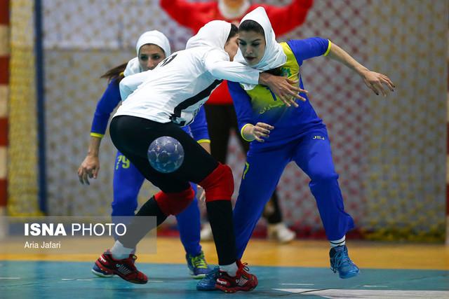دیدار تیم های هندبال بانوان هیات اصفهان و نفت گچساران