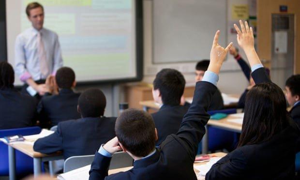 کلاس درس دانش آموز مدرسه انگلیس آموزش