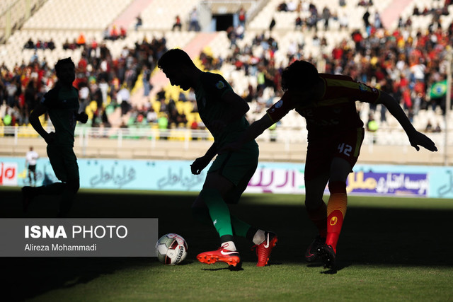 دیدار تیم های فوتبال فولاد خوزستان و ذوب آهن اصفهان