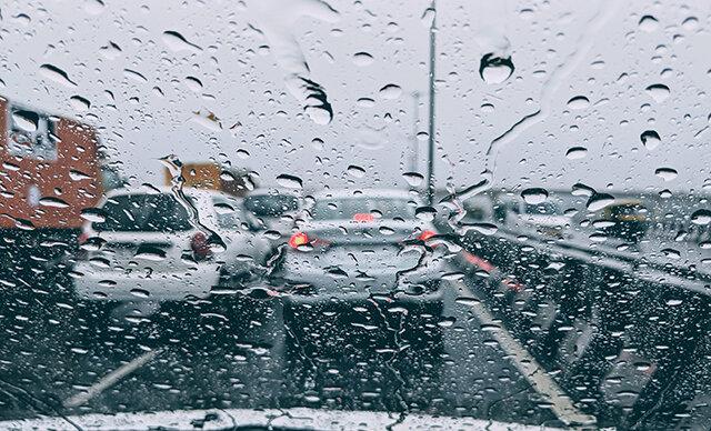 رانندگی بارندگی باران خیابان جاده ترافیک آمریکا تصادف