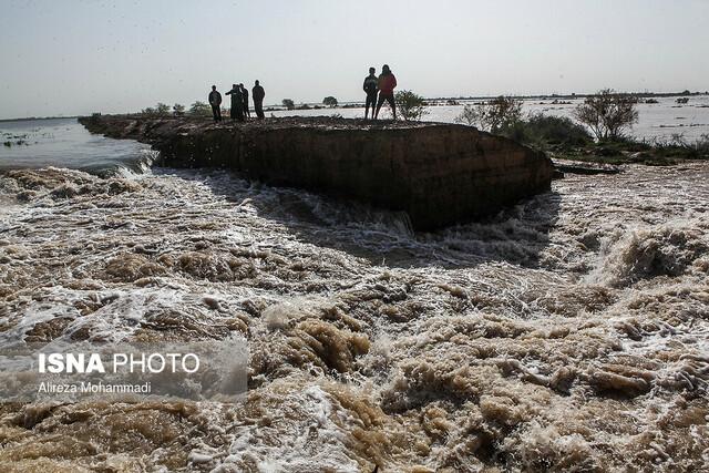 """شهر """"رفیع"""" در محاصره سیلاب"""