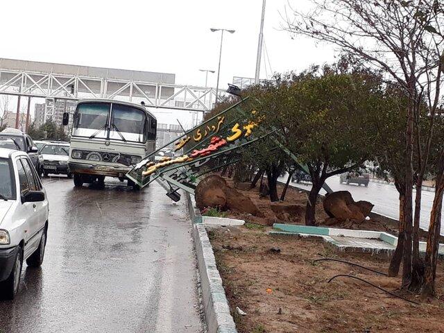 سقوط تابلو در شیراز