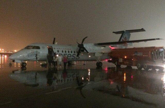 برخورد کامیون با هواپیما تورنتو کانادا