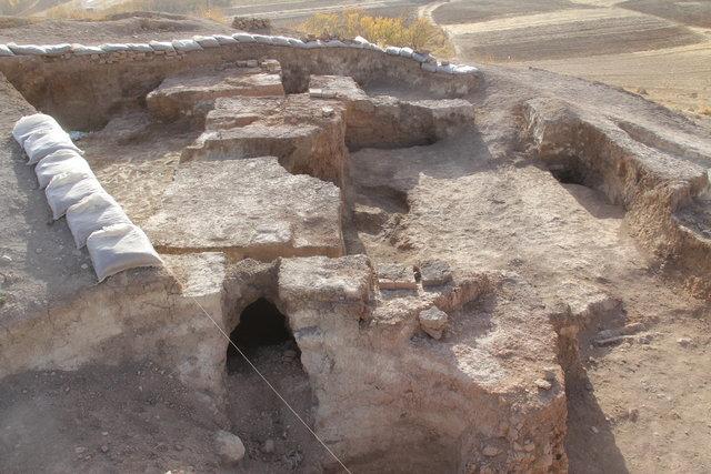 تپه تاریخی بردنکون در چهارمحال و بختیاری
