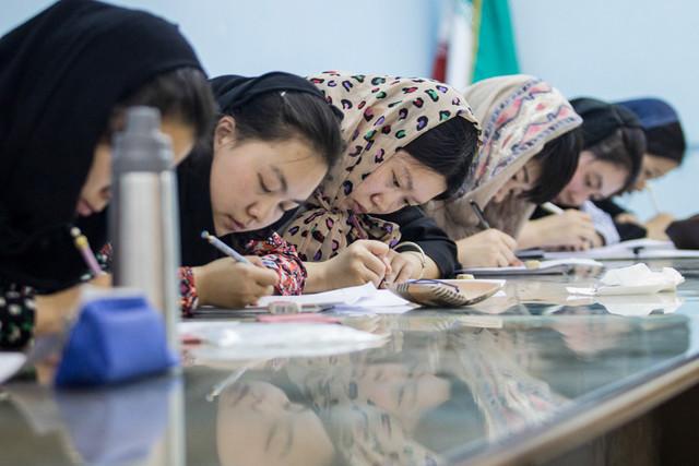 برگزاری آزمون دوره خوشنویسی زبان فارسی برای دانشجویان خارجی دانشگاه بین المللی امام خمینی (ره) قزوین