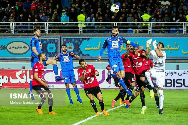 دیدار تیمهای فوتبال پدیده و استقلال