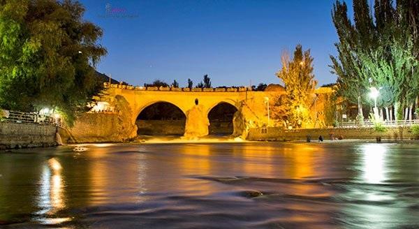 رودخانه خروشان زاینده رود