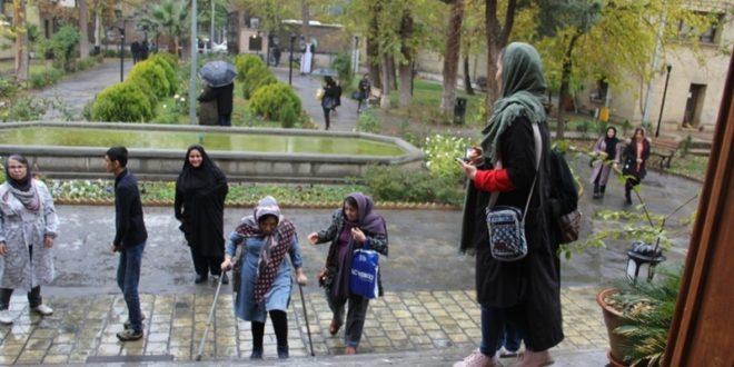 گردشگران دارای معلولیت از موزه آبگینه بازدید کردند
