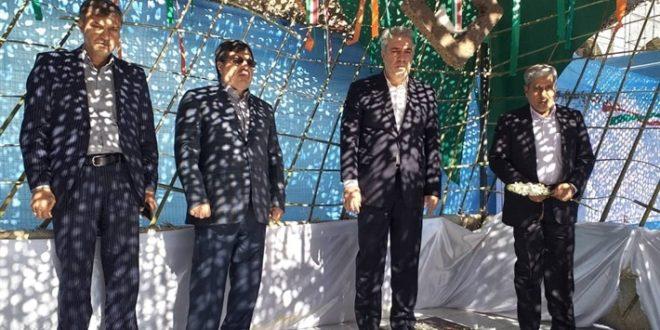 ادای احترام دکتر مونسان به مقام شامخ شهیدان در بندرعباس