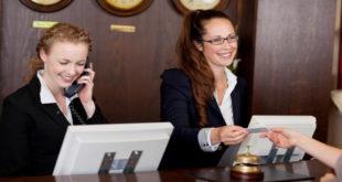 کارمندان پذیرش هتل