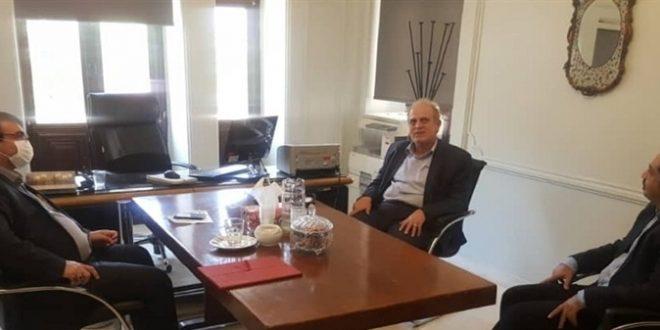 مدیر موزه نقاشی پشت شیشه